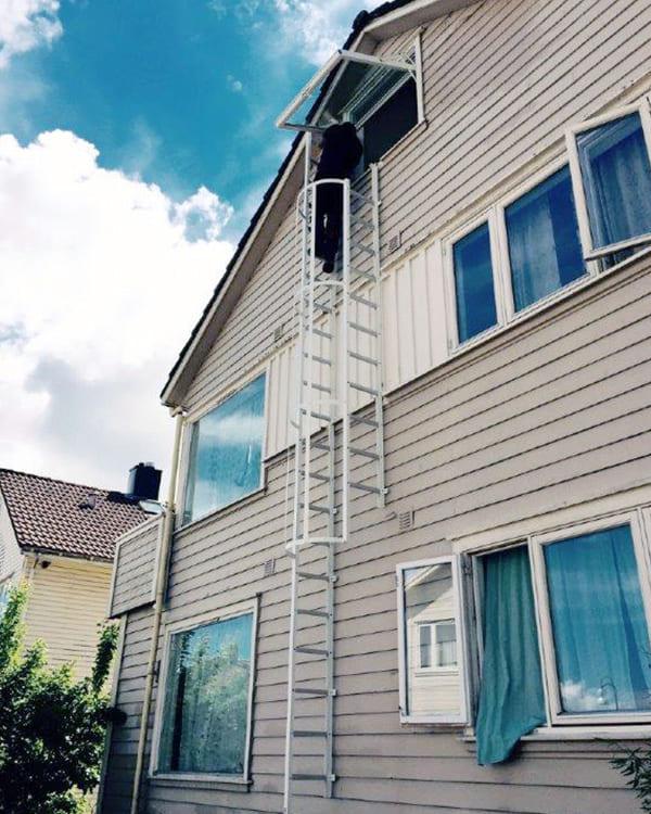 Sonderkonstruktion einer geöffneten Leiter