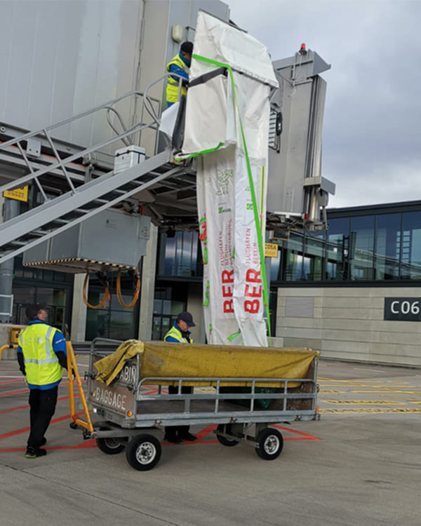 Transport chute for luggage at airport